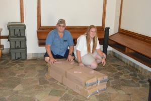 Natasha Roscherr from HESC received the fluorescent tubes from Gielie Nienaber from GN Total HR Solutions. The tubes were donated by The South African Veterinary Council and My Green Home. A big thank you to the sponsers.